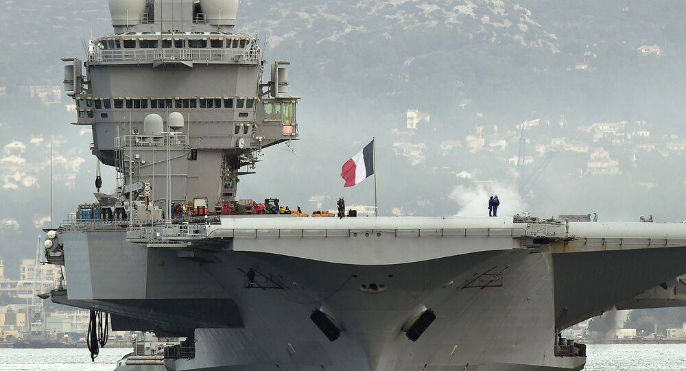 French aircraft carrier Charles-de-Gaulle sets sail from the southern French port of Toulon on January 13, 2015 before taking part in military operations in the Gulf