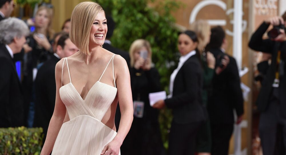 Rosamund Pike arrives at the 72nd annual Golden Globe Awards at the Beverly Hilton Hotel on Sunday, Jan. 11, 2015, in Beverly Hills, Calif.