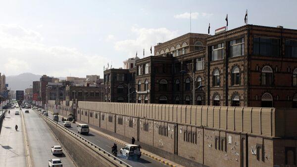 Vehicles drive past the office building of Ahmed Awadh bin Mubarak, in Sanaa January 17, 2015 - Sputnik International