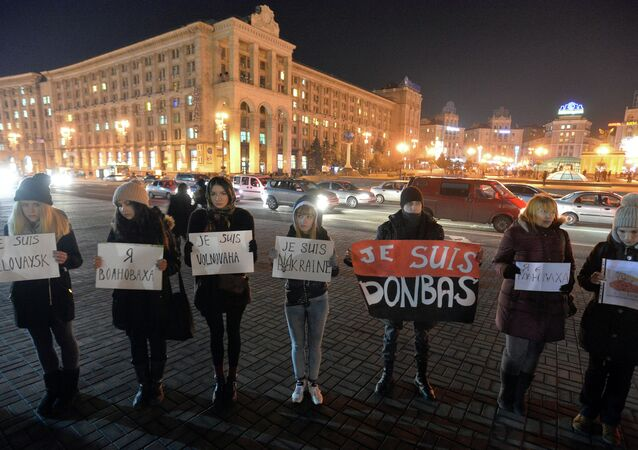 People hold placards read Je suis Volnovakha, Je suis Donbas, and Je suis Ukraine in Kiev on January 14, 2015 to commemorate the victims of a bus shelling