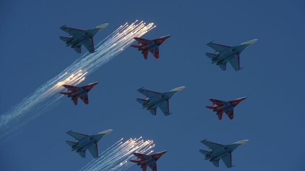 Su-27 fighter aircraft of the Russian Knights group and MiG-29 aircraft of the Swifts group fly over Red Square during the military parade marking the 68th anniversary of the victory in the Great Patriotic War. - Sputnik International