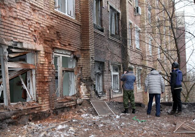 Journalists stand in front of a hospital in the eastern Ukrainian city of Donetsk on January 19, 2015.