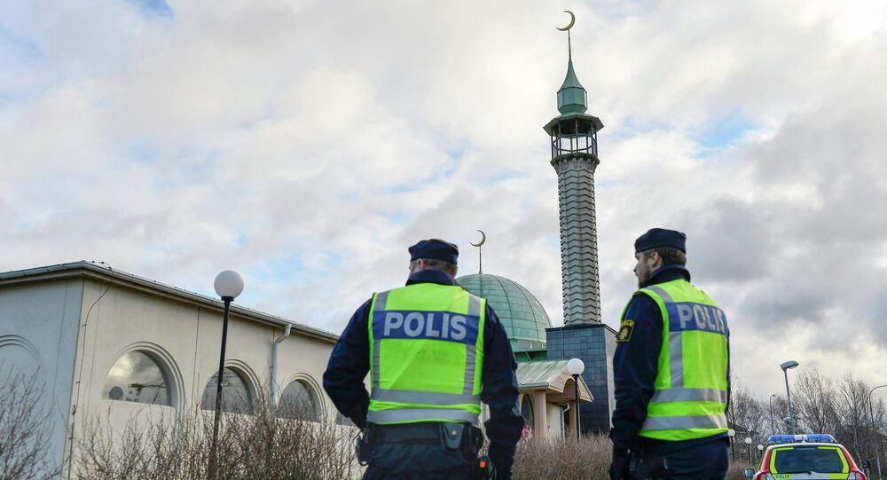 Policemen stand outside a mosque in Uppsala January 2, 2015 as police tighten security around some of the country's main mosques