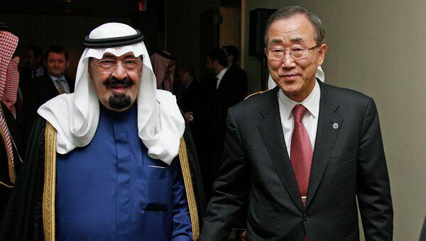 United Nations Secretary-General Ban Ki-moon (R) walks with Saudi Arabia's King Abdullah (L - Sputnik International