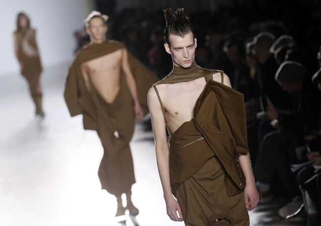 Models present creations by US fashion designer Rick Owens during the men's Fall/Winter 2015 ready-to-wear collection fashion show in Paris on January 22, 2015