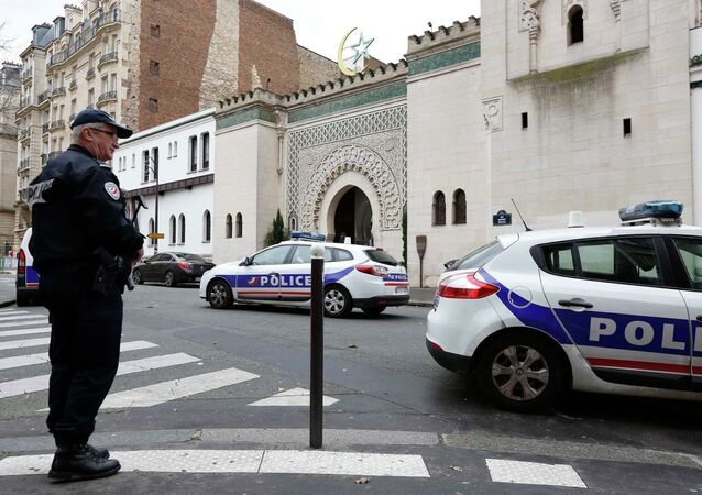 French police stand in front of the entrance of the Paris Grand Mosque as part of the highest level of Vigipirate security plan after last week's Islamic militants attacks 13 January 2015
