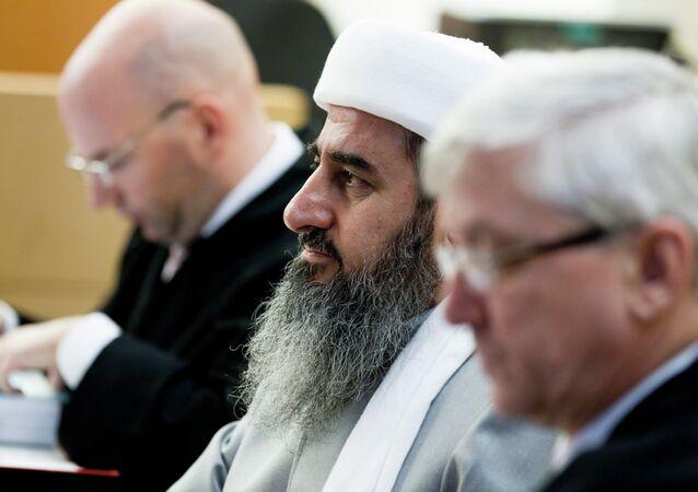 Mullah Krekar (C), founder of the Kurdish Islamist group Ansar al-Islam