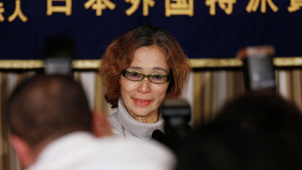 Junko Ishido, mother of Kenji Goto, a Japanese journalist being held captive by Islamic State militants along with another Japanese citizen, is surrounded by photographers as she attends a news conference at the Foreign Correspondents' Club of Japan in Tokyo January 23, 2015 - Sputnik International