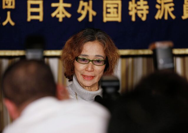 Junko Ishido, mother of Kenji Goto, a Japanese journalist being held captive by Islamic State militants along with another Japanese citizen, is surrounded by photographers as she attends a news conference at the Foreign Correspondents' Club of Japan in Tokyo January 23, 2015