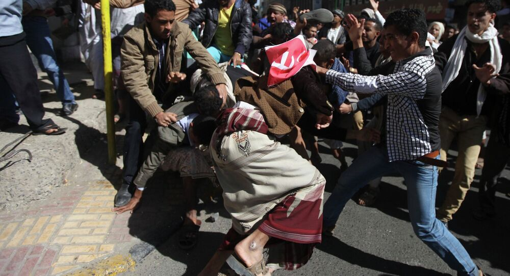 Supporters of the Houthi movement clash with anti-Houthi protesters during a rally in Sanaa January 24, 2015