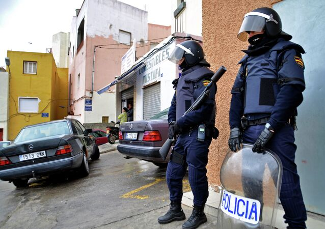 Policemen take part to an operation against a jihadist cell in the Spanish city of Melilla on March 14, 2014