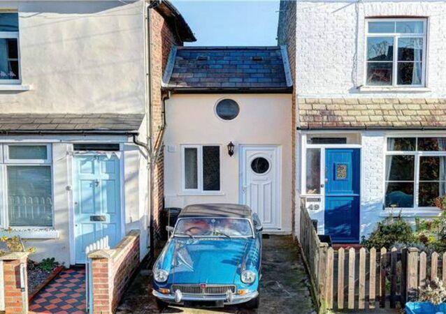 Narrow house in Twickenham