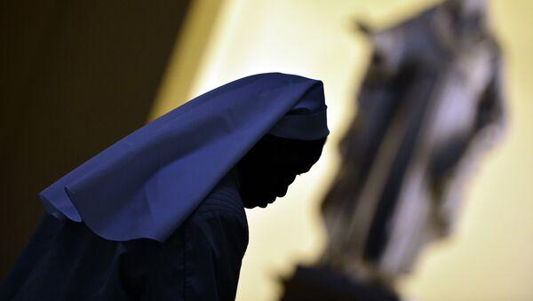 A nun walks in the hall of the Vatican's Gregorian University on November 13, 2012 in Rome - Sputnik International