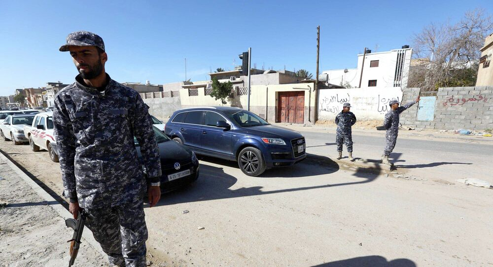 Libyan police officers set up checkpoints in the Libyan capital Tripoli on January 25, 2015 as clashes continue in the west and east of the country
