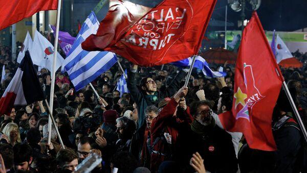Supporters of radical leftist Syriza party - Sputnik International