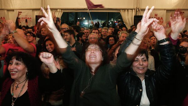 Supporters of the leftist SYRIZA Party celebrating their election victory in Athens, January 25, 2015 - Sputnik International