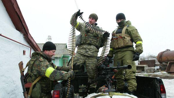 Ukrainian servicemen prepare their ammunition at a position on the frontline near the southern Ukrainian city of Mariupol on January 26, 2015. - Sputnik International