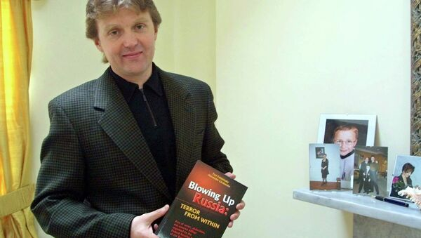 Alexander Litvinenko, former KGB spy and author of the book Blowing Up Russia: Terror From Within photographed at his home in London. (File) - Sputnik International