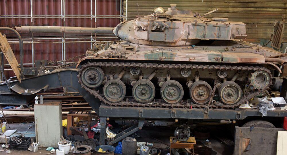 An engine-less tank