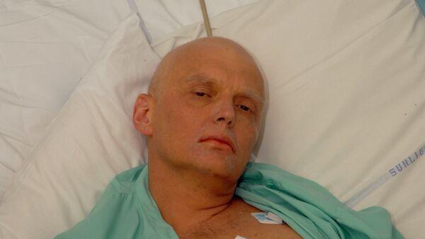 Alexander Litvinenko is pictured at the Intensive Care Unit of University College Hospital in London, England. (File) - Sputnik International