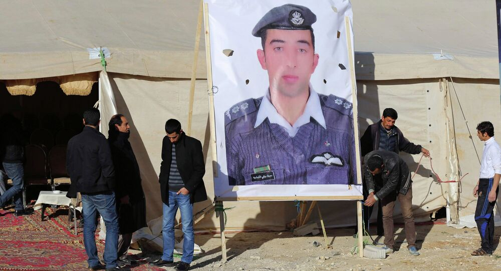 Relatives of Islamic State captive Jordanian pilot Muath al-Kasaesbeh place a poster of him in front of their new gathering headquarters in Amman January 30, 2015