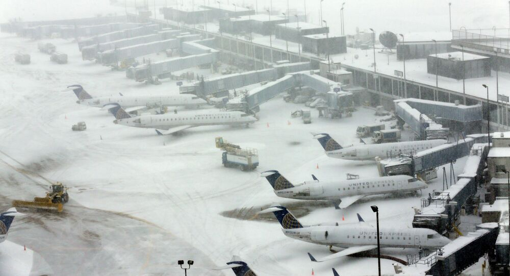 Snow blankets O'Hare International Airport, Sunday, Feb. 1, 2015, in Chicago