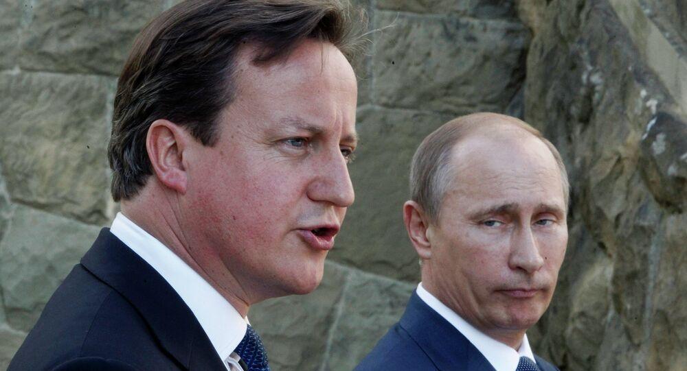 Russian President Vladimir Putin (R) and Britain's Prime Minister David Cameron (L)