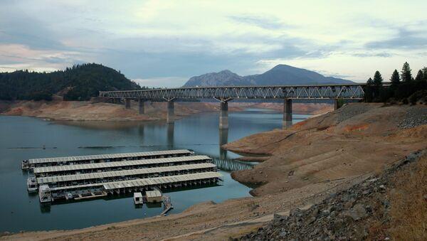 House boats are docked at Lake Shasta's Bay Bridge resort near Redding, California. - Sputnik International