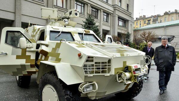 Ukraine's President Petro Poroshenko inspects an armoured vehicle in Kiev - Sputnik International