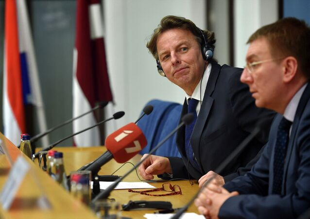 Latvian Foreign Minister Edgars Rinkevics (R) and his Dutch counterpart Bert Koenders (L) attend a press conference after their meeting at the Foreign Ministry in Riga on February 3, 2015