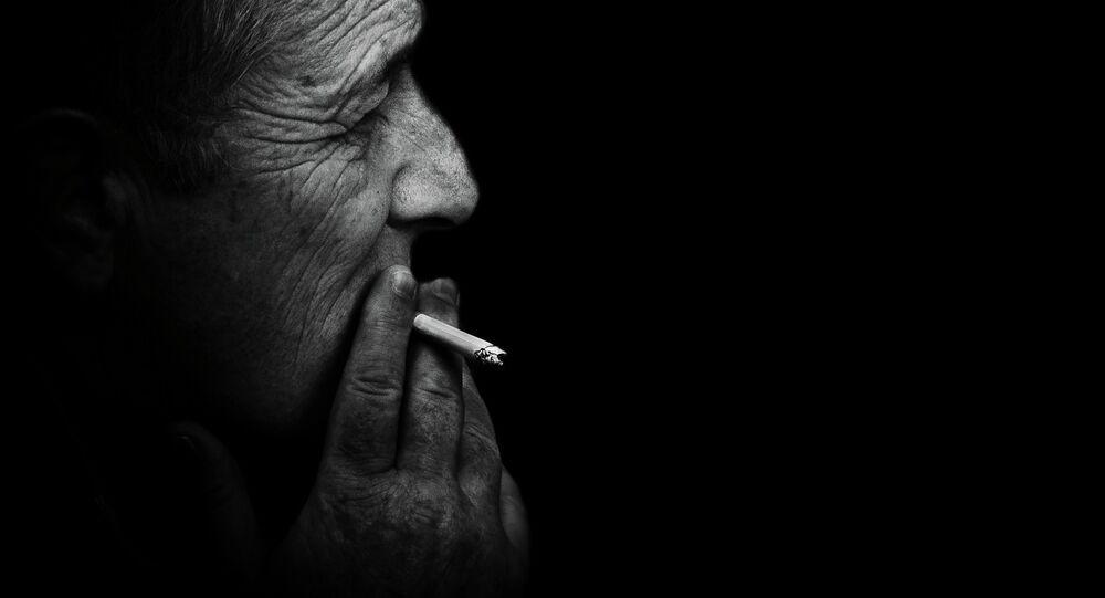 Smoking prisoner