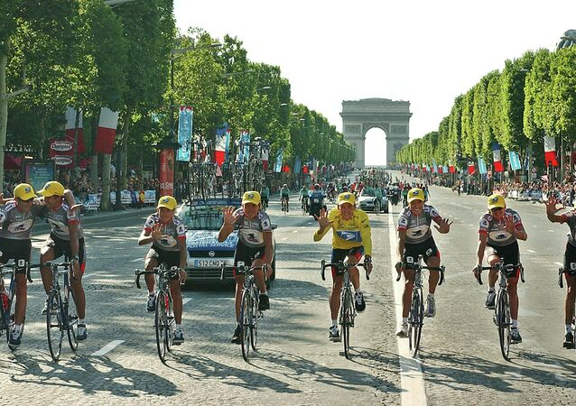 Lance Armstrong with US Teammates at Tour de France 2003