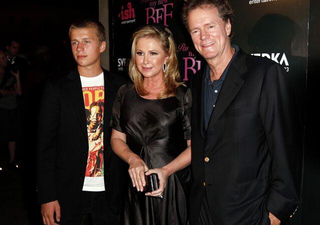 Conrad Hilton (left) and parents Kathy and Rick Hilton