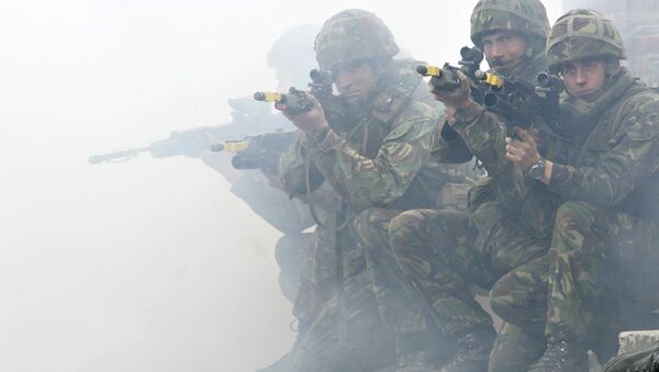 Soldiers from the British Royal Marines Commando demonstrate city fighting techniques during the NATO Response Force exercise - Sputnik International