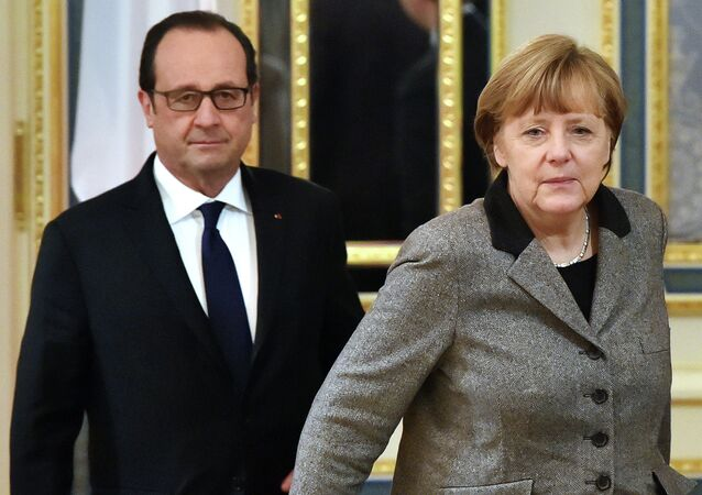 French President Francois Hollande (L) and German Chancellor Angela Merkel (R) walk prior to their meeting with the Ukrainian President in Kiev on February 5, 2015.