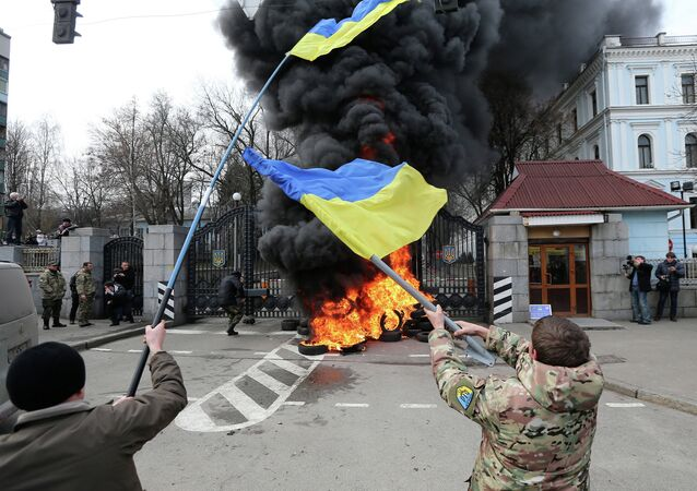 Commenting on the IMF's decision to provide Ukraine with a $17.5 billion loan package, Martin Sieff, columnist for the Baltimore Post-Examiner, argues that Western financial intervention into the Ukrainian economy is akin to throwing money down a black hole.