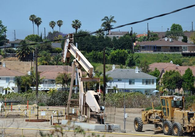 Oil rig extracts petroleum in Culver City, California