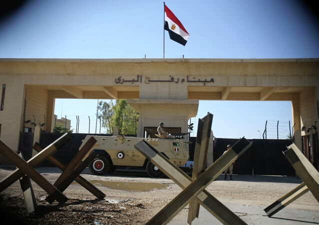 An Egyptian soldier keeps watch at the closed Rafah border crossing, between southern Gaza Strip and Egypt in this November 6, 2014 file photo