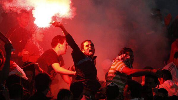 Egypt fans light flares - Sputnik International