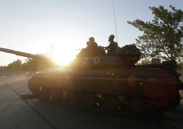 Soldiers of Ukrainian army ride on tanks in the port city of Mariupol, southeastern Ukraine, Friday, Sept. 5, 2014