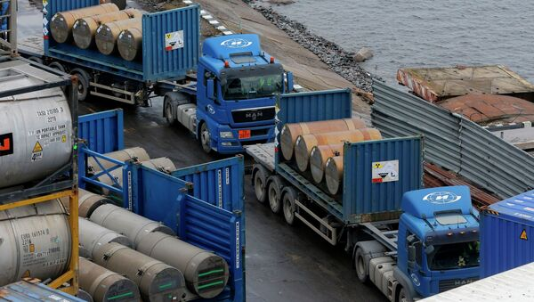 Trucks carrying containers with uranium to be used as fuel for nuclear reactors line up for loading them, on a port in St. Petersburg, Russia, Thursday, Nov. 14, 2013 - Sputnik International