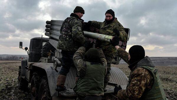 Ukrainian servicemen load Grad rockets outside Debaltseve, eastern Ukraine February 8, 2015 - Sputnik International