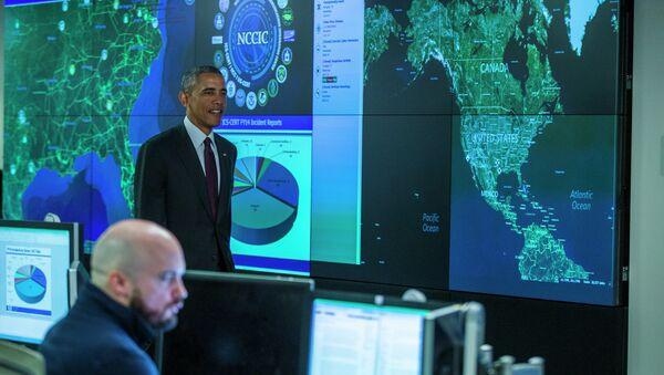 President Barack Obama prepares to speak at the National Cybersecurity and Communications Integration Center. - Sputnik International