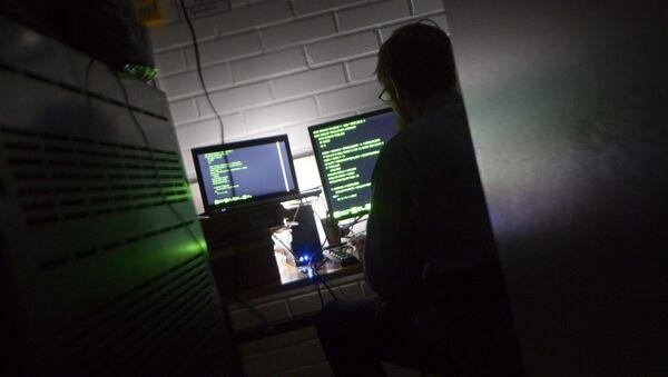 A man types on a keyboard in a computer server room - Sputnik International