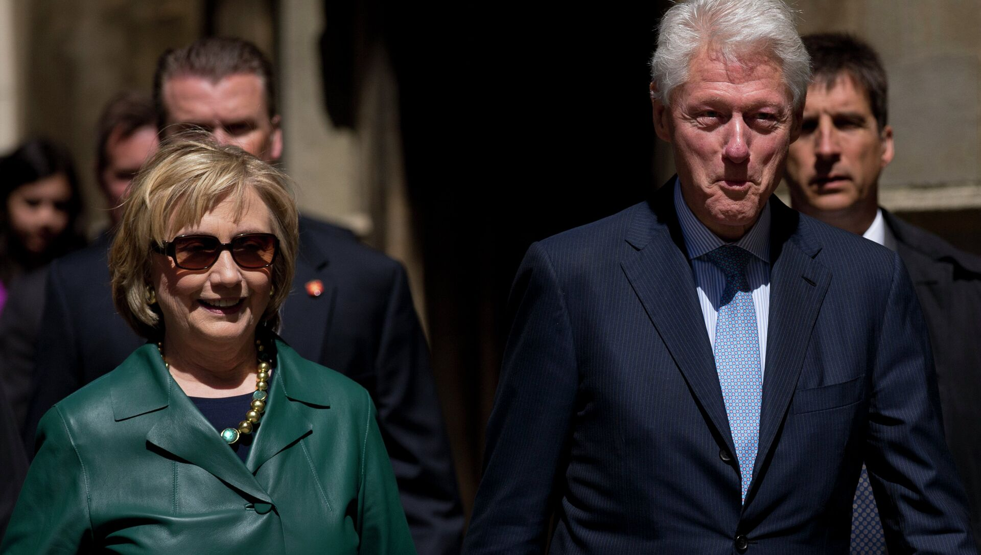As US prosecutors consider filing criminal charges against UK-based HSBC for aiding tax evaders, several major donors to a Clinton-family foundation are revealed to have ties to the bank's controversial Swiss division. - Sputnik International, 1920, 28.07.2021