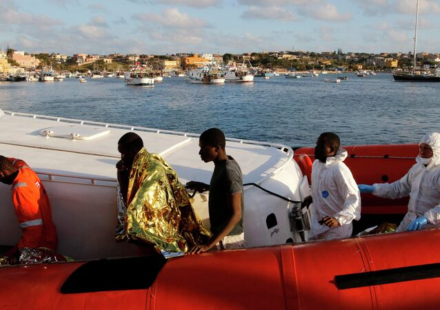 Migrants who survived a shipwreck