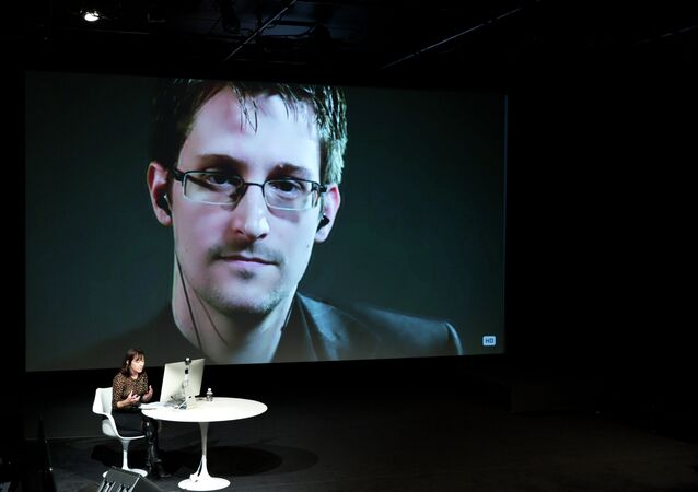Snowden: NSA Surveillance About Control, Fight Against It About Democracy