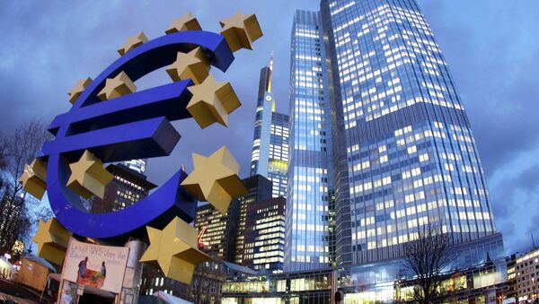 Euro sculpture stands in front of the European Central Bank, right, in Frankfurt, Germany. (File) - Sputnik International