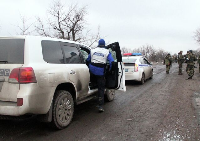 OSCE and police vehicles escort the bus column that arrived at Debaltsevo from the DPR for evacuation of local residents from the combat zone