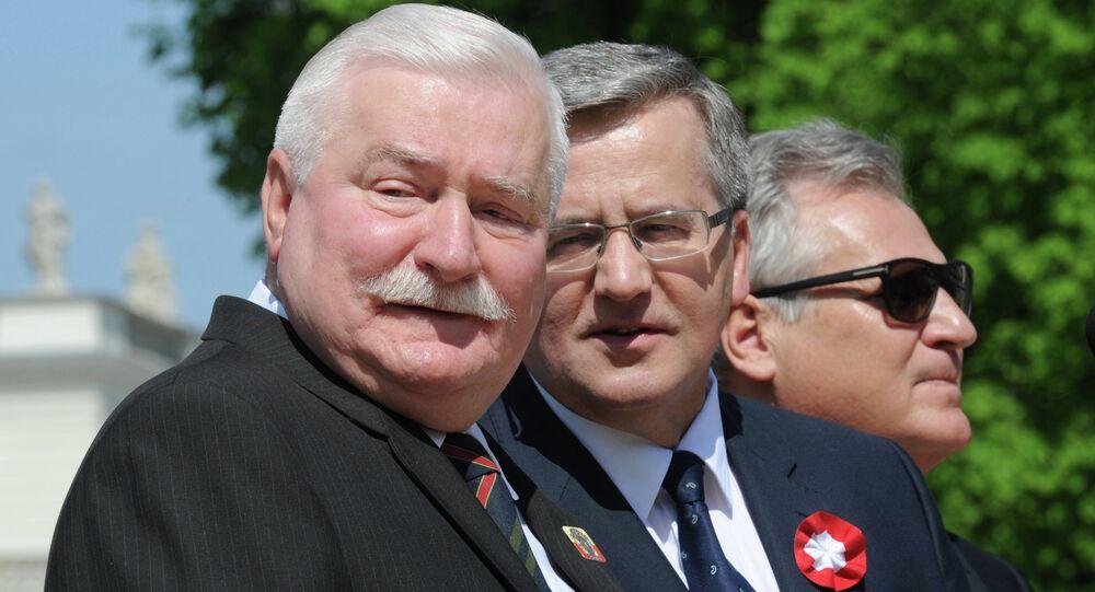 Polish President Bronislaw Komorowski, center, with former presidents Lech Walesa, left, and Aleksander Kwasniewski right, attend the European Picnic at the Lazienki Park in Warsaw, Poland, Thursday, May 1, 2014